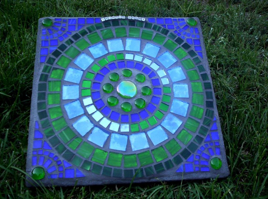 Mosaic garden art stepping stone another stepping stone for Stepping stone designs garden layouts