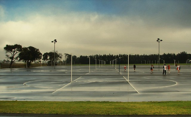 how to build a netball court