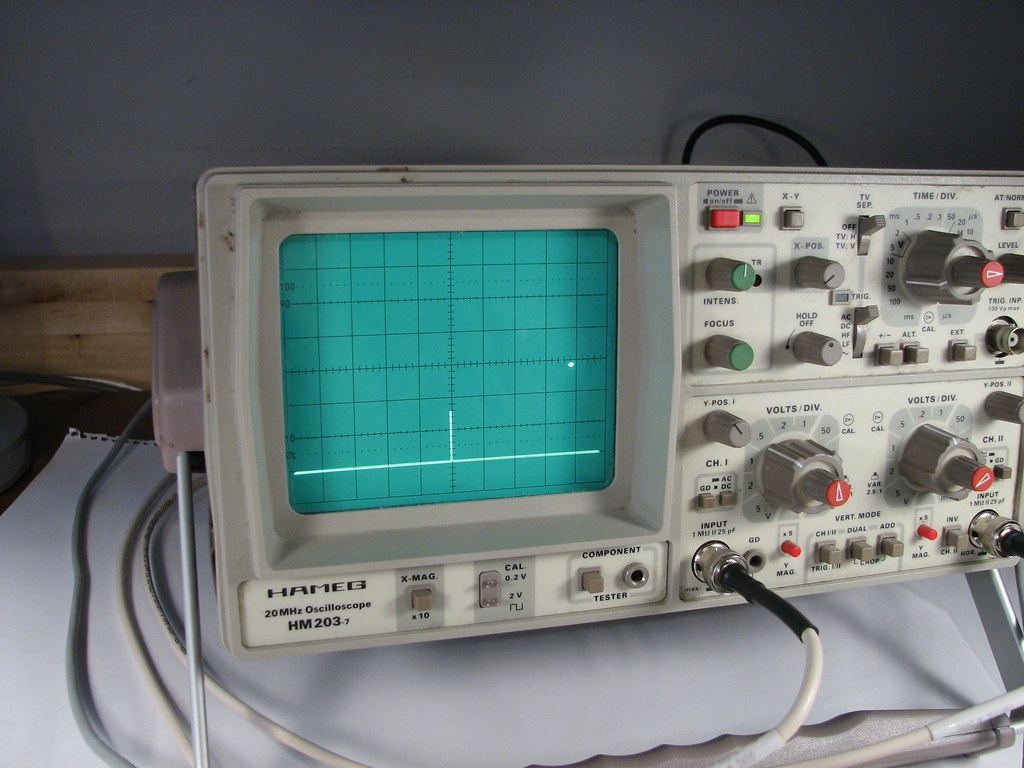 Oscilloscope Tennis For Two : Scope with dot a modern recreation of the video