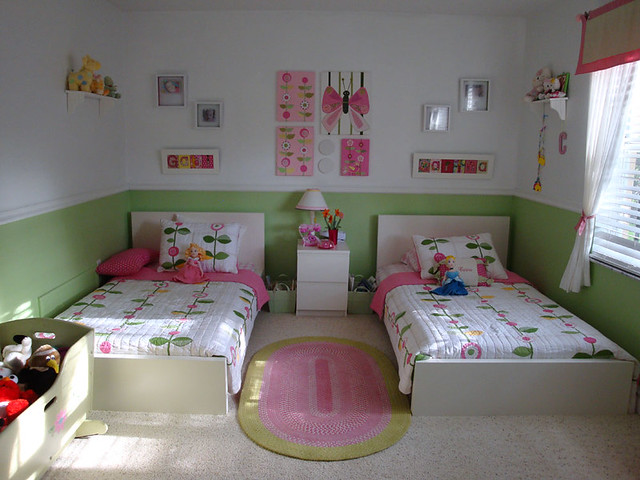 New beds girls bedroom after the new beds arrived for Separer une chambre en deux avec une seule fenetre