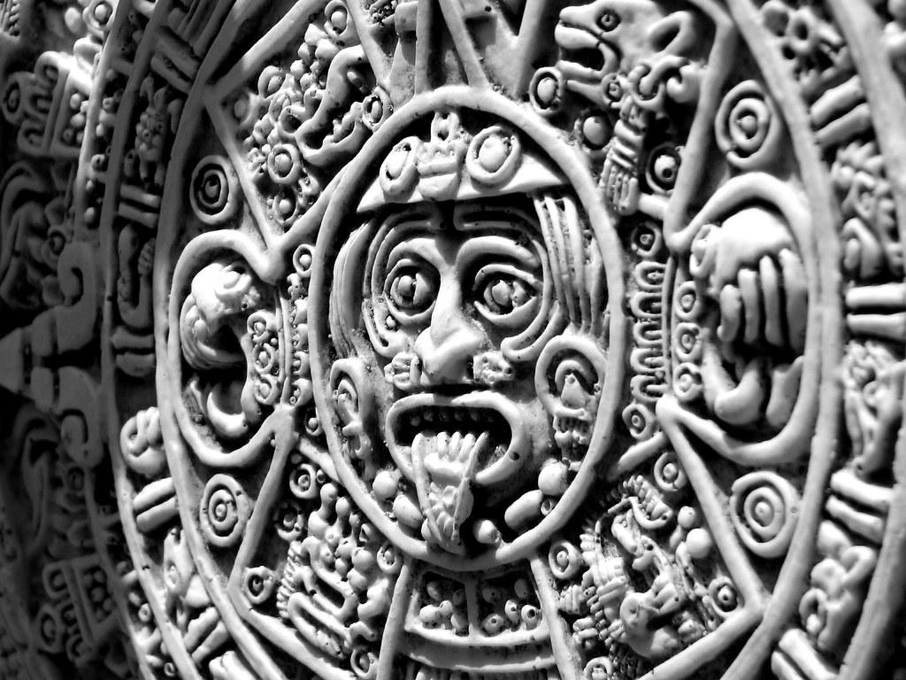 Calendario azteca ver en fondo negro aztec calendar view for Aztec mural tattoos