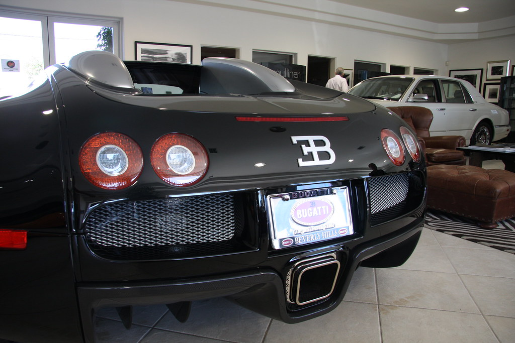 bugatti veyron rear end i love the huge exhaust and massiv flickr. Black Bedroom Furniture Sets. Home Design Ideas