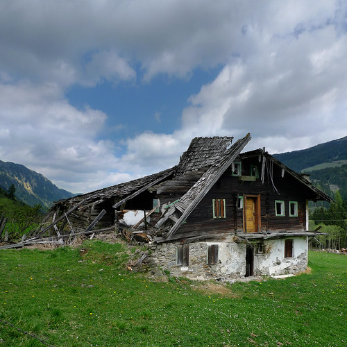 The abandoned Alte Bucheben farmhouse | by B℮n