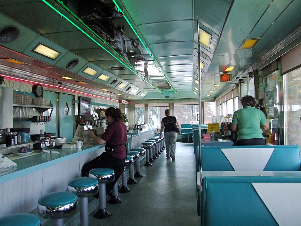 Airport diner interior 2 u s 222 kuntztown pa airport for Diner interior