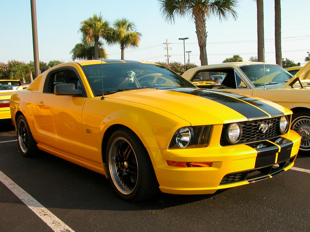 Yellow Mustang Gt With Black Stripes 10 000 Views As Of