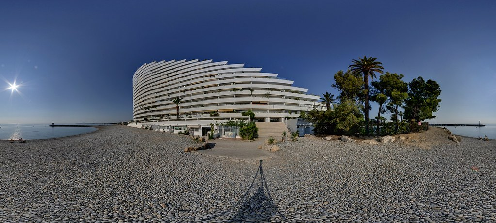 Amiral building marina baie des anges villeneuve loubet for Piscine marina baie des anges