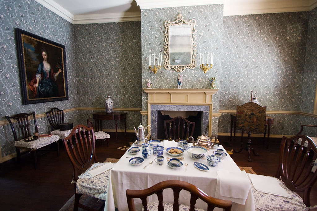 Fancy dining room in the bishop white house mirsasha for Dining room c house of commons