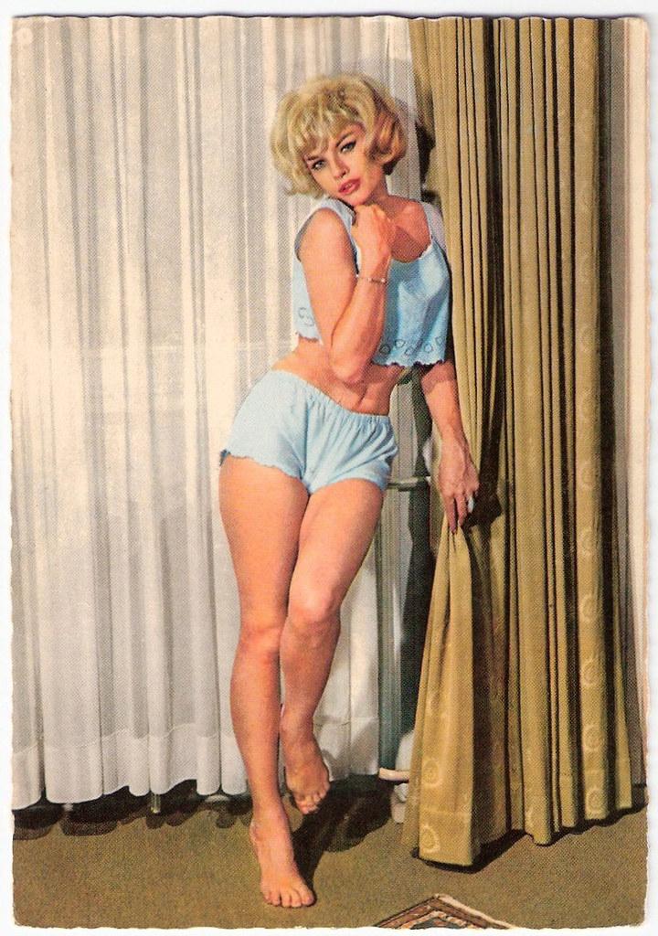 Sophie Hardy German Postcard By Kruger Nr 902 290
