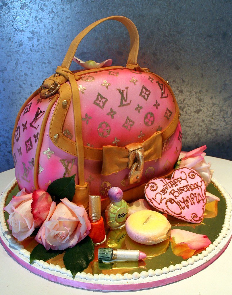Edible Cake Images Louis Vuitton : Louis Vuitton Bag 3-D cake as Vuitton bag. All edible ...