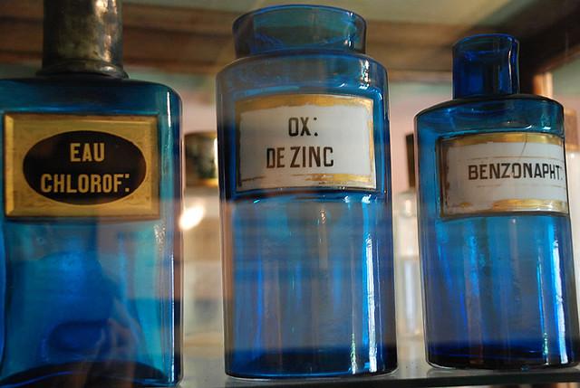 Flacons de pharmacie la chaumi re a t transform e en for Ou trouver des bocaux en verre