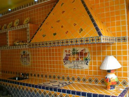 Mundo de azulejos cocina amarilla mundo de azulejos for Azulejos estilo mexicano