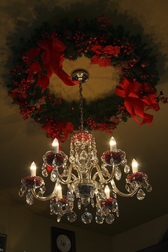 Christmas Wreath and Chandelier | Christmas decoration at ...