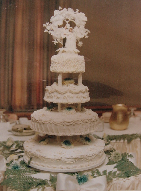 Wedding Cake 1970 S Style My Mom Made And Decorated