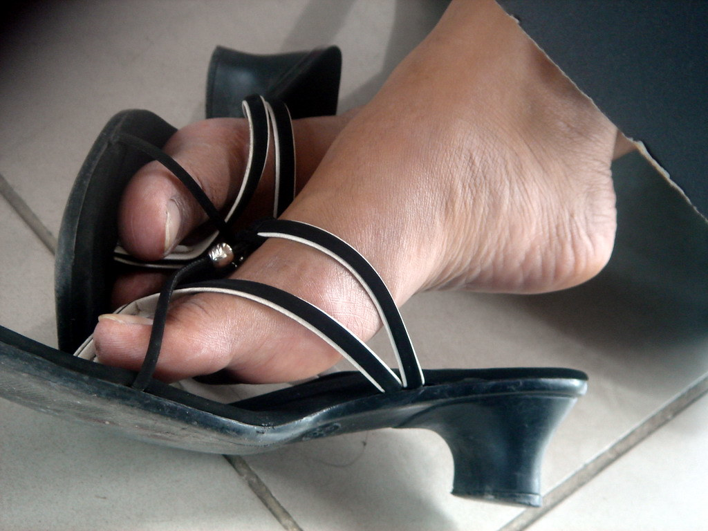 Asian feet in heels