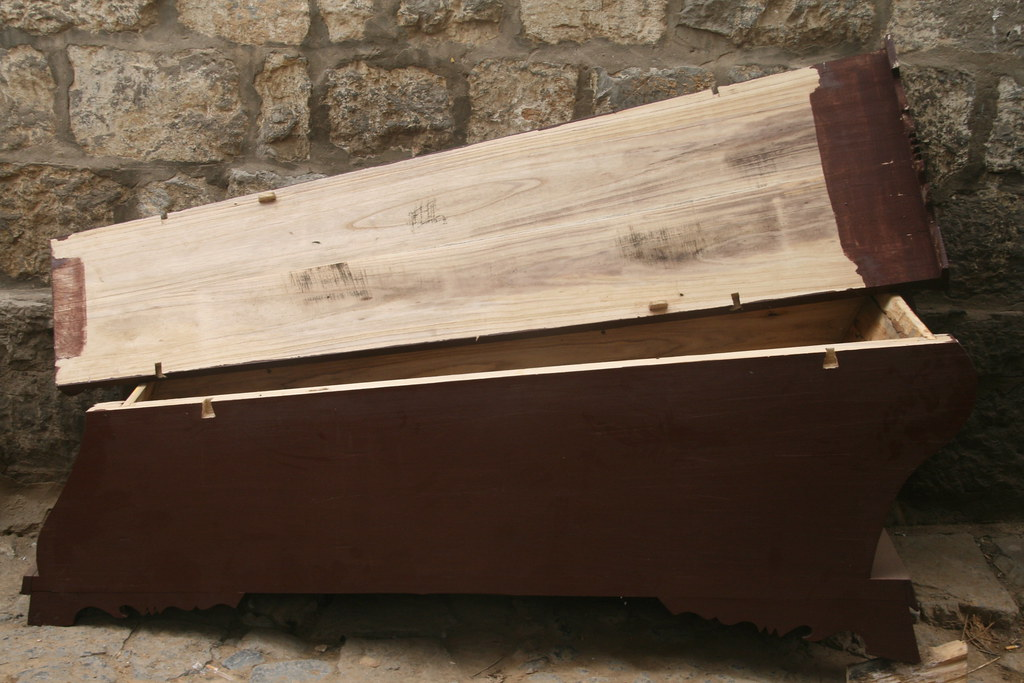 empty coffin - photo #11