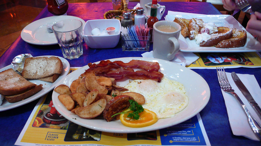 breakfast at planet hollywood