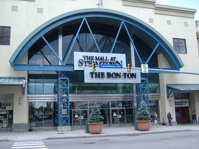 For non-outlet shopping, we have also provided a separate list of 71 traditional shopping malls near Scranton, PA. Outlet Malls near Scranton, PA Below is the address, phone number, and store count for each outlet mall near Scranton, PA.
