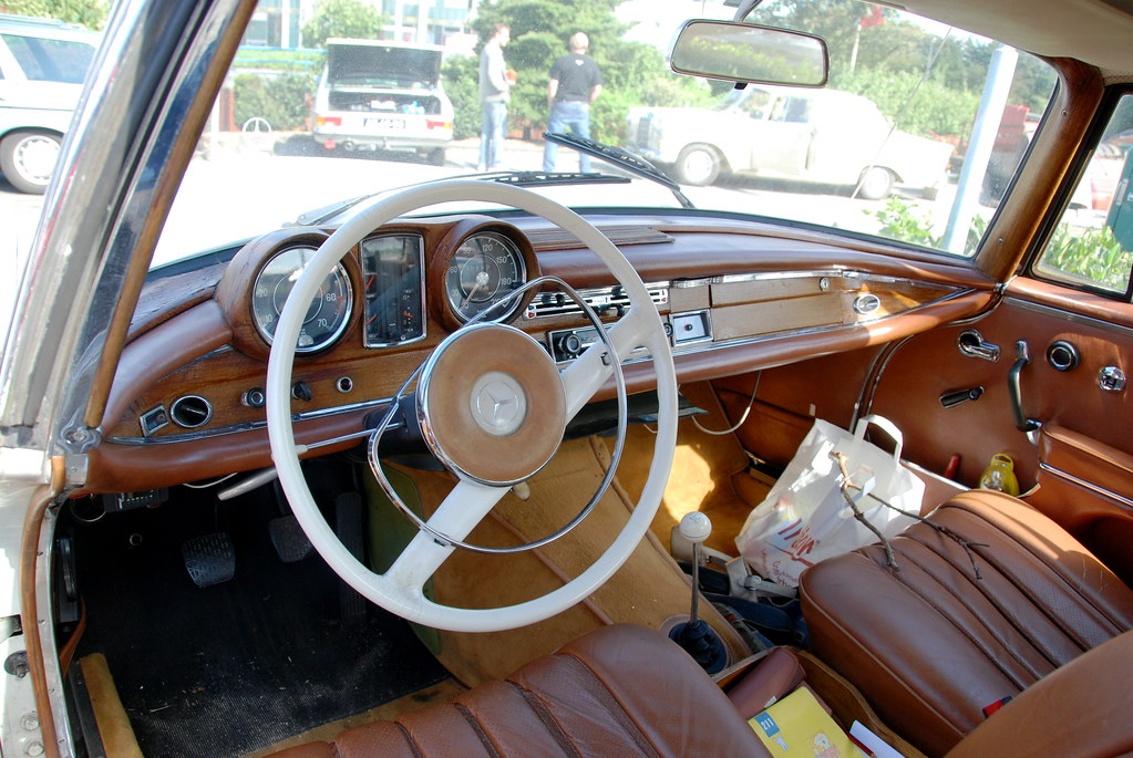 Mercedes Meeting Dashboard Of A 1965 Mercedes Benz 220 SE