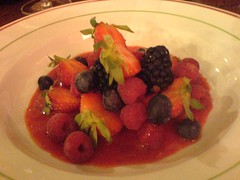 Assiette de fruits rouges | by clotilde