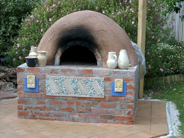 ... My backyard brick oven | by gavinc1 - My Backyard Brick Oven Built In 2005 Using Mostly Second H… Flickr