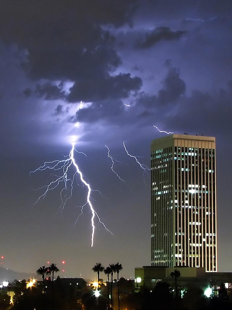 My Blog Verwandt Mit Lightning: It's Very Rare To Get A Lightning