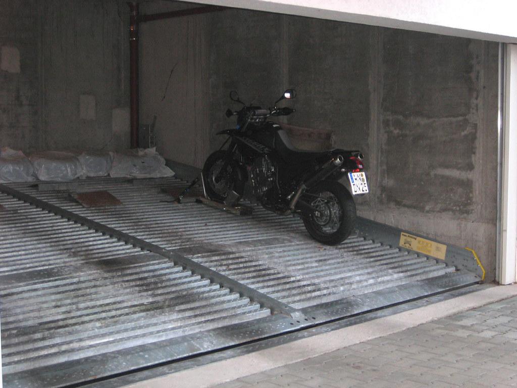 doppelparker garage motorrad standsicherung doppelparker. Black Bedroom Furniture Sets. Home Design Ideas