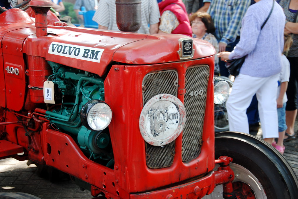 Oldtimer Day At Ruinerwold Volvo Bm 400 Tractor My