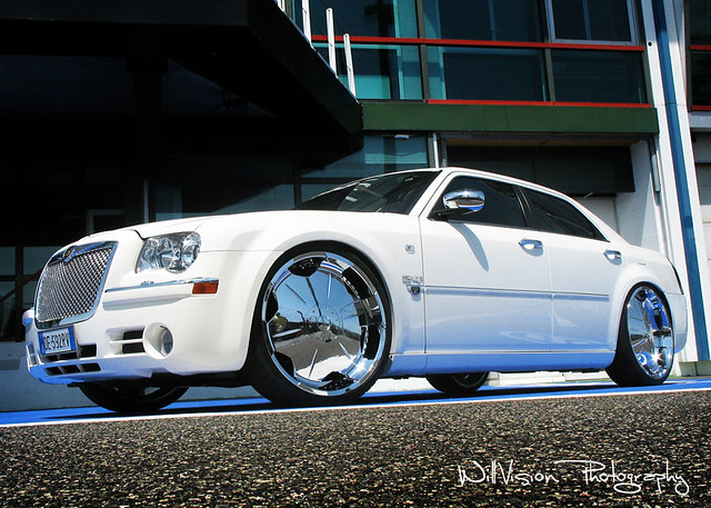 """Chrysler 300C DUB on 24"""" by MGR Tuning Italy 