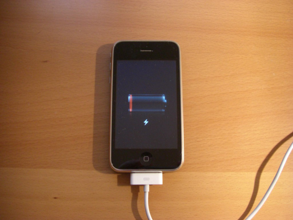 how to charge iphone 4 without charger iphone 3g won t charge anymore iphone 3g won t charge 2100