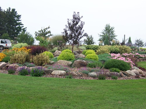 100b0130gardens landscaping rock garden wisconsin for Garden design ideas hard landscaping