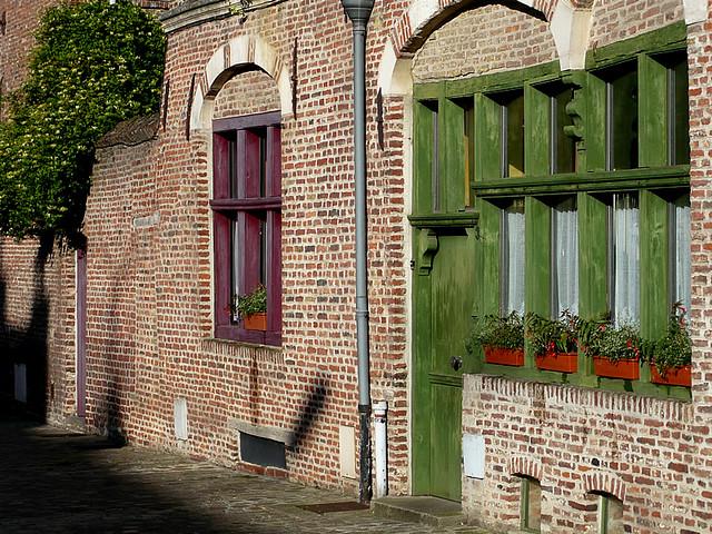 Lille maisons anciennes une des maisons anciennes qui a g flickr for Photos maisons anciennes