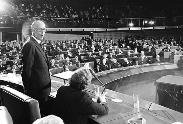 Valéry Giscard d'Estaing (1977)