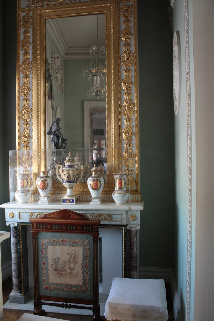 pavlovsk chemin e miroir et porcelaines antichambre rac flickr. Black Bedroom Furniture Sets. Home Design Ideas