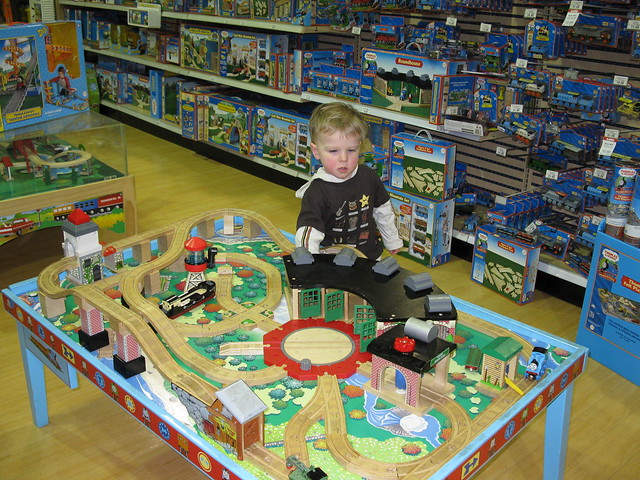 Toys R Us Trains : Thomas the train toys r us