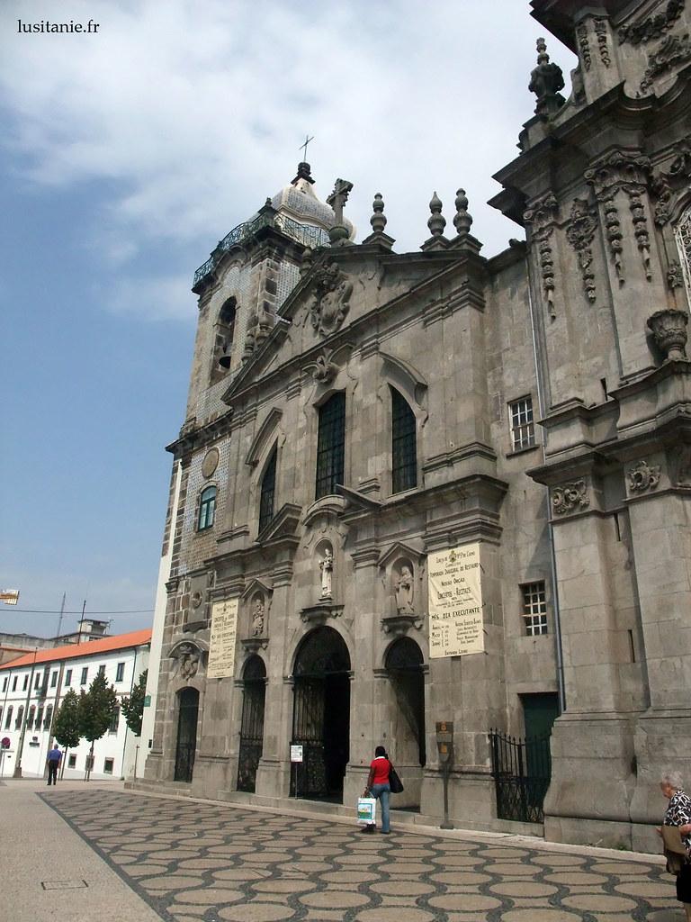 Façade baroque austère de l'église