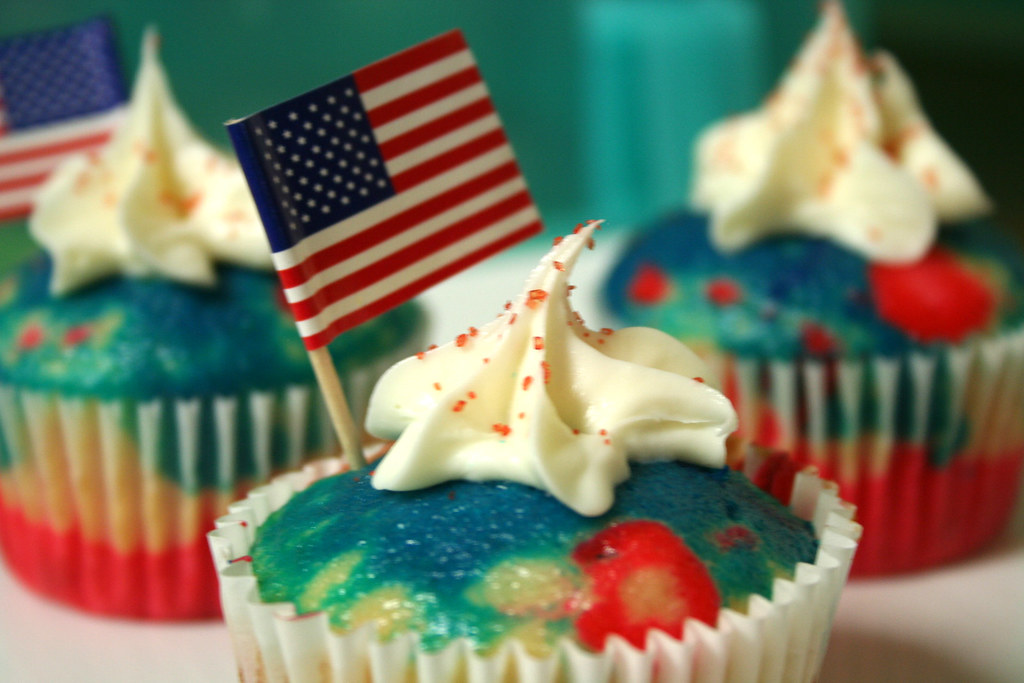 Cupcake Decorating Ideas For 4th Of July : 4th of July cupcakes I divided the batter into three ...