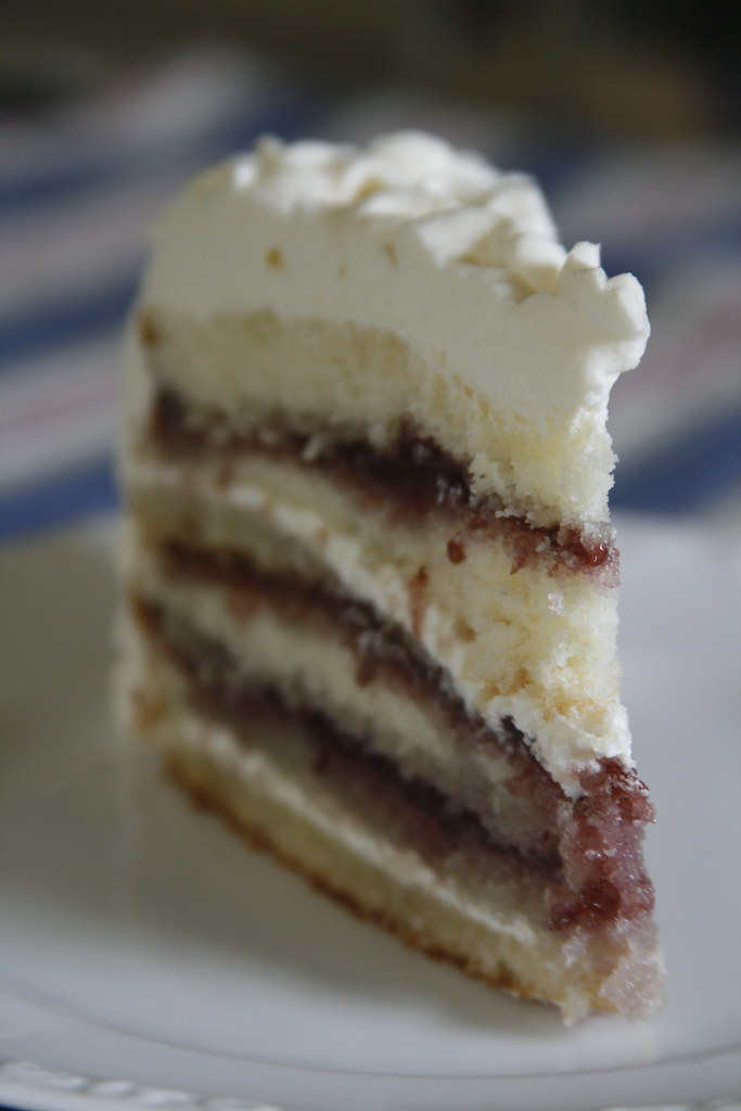 Vanilla Cake With Strawberry Filling
