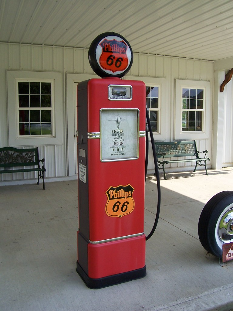 Old Time Gas Pumps Old Phillips 66 Gas Pump