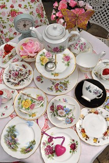Mismatched China Tea Set and Vintage Cake Stand | by cake-stand-heaven