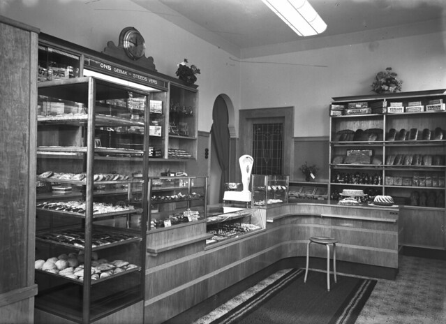 Interieur winkel bakkerij j den otter in vught flickr for Interieur winkels