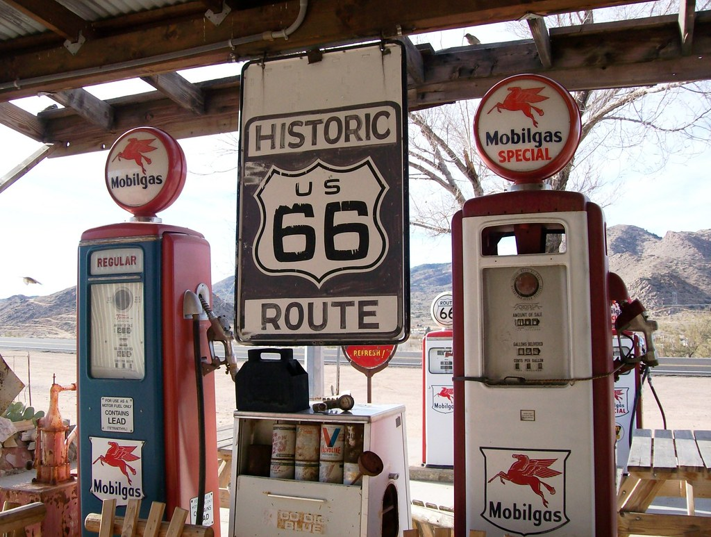 Historic route us 66 mobilgas pumps at hackberry general for Interieur 66