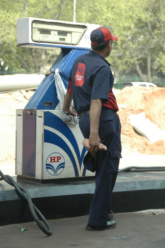 Making A Living Gas Station Attendant New Delhi India Flickr