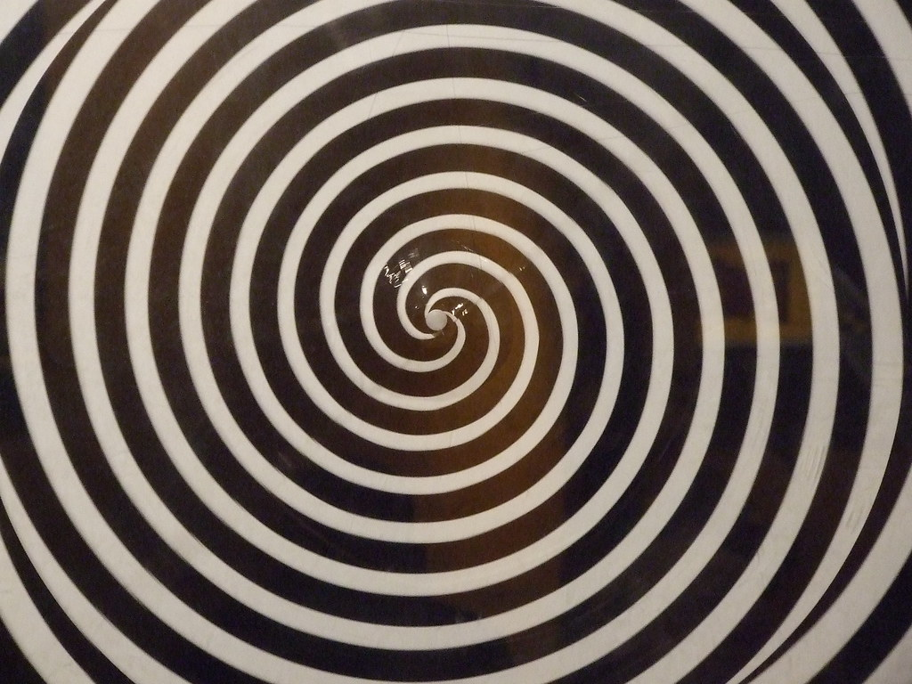 optical illusions moving spiral