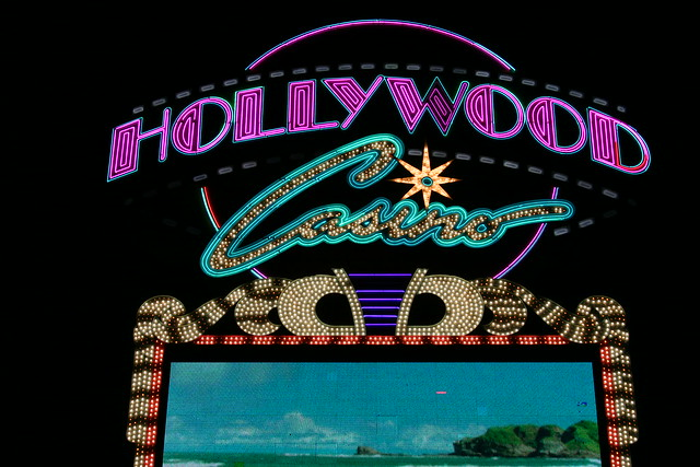 Hollywood casino tunica shows