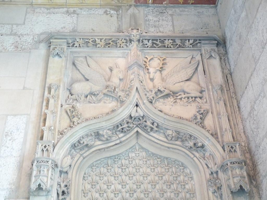 Animaux ail s et fleurs de lys au dessus d 39 une porte int for Vitre au dessus d une porte