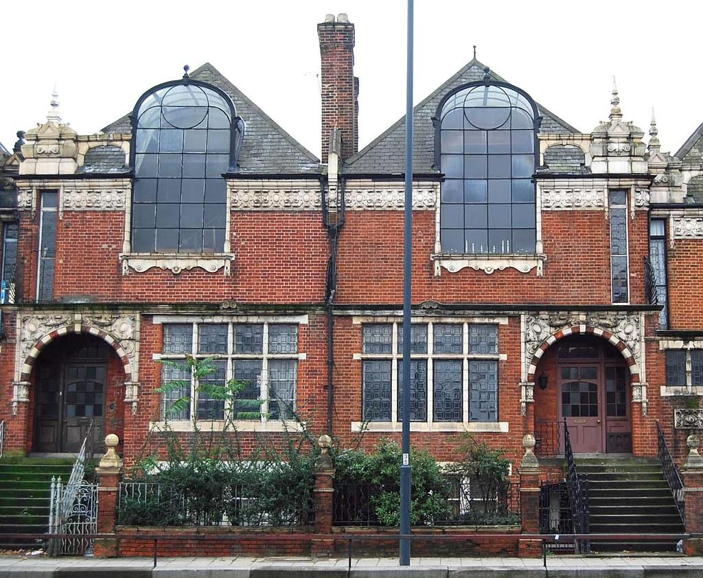 St pauls studios built in 1890 for 39 batchelor artists 39 m for Paul s garden studios