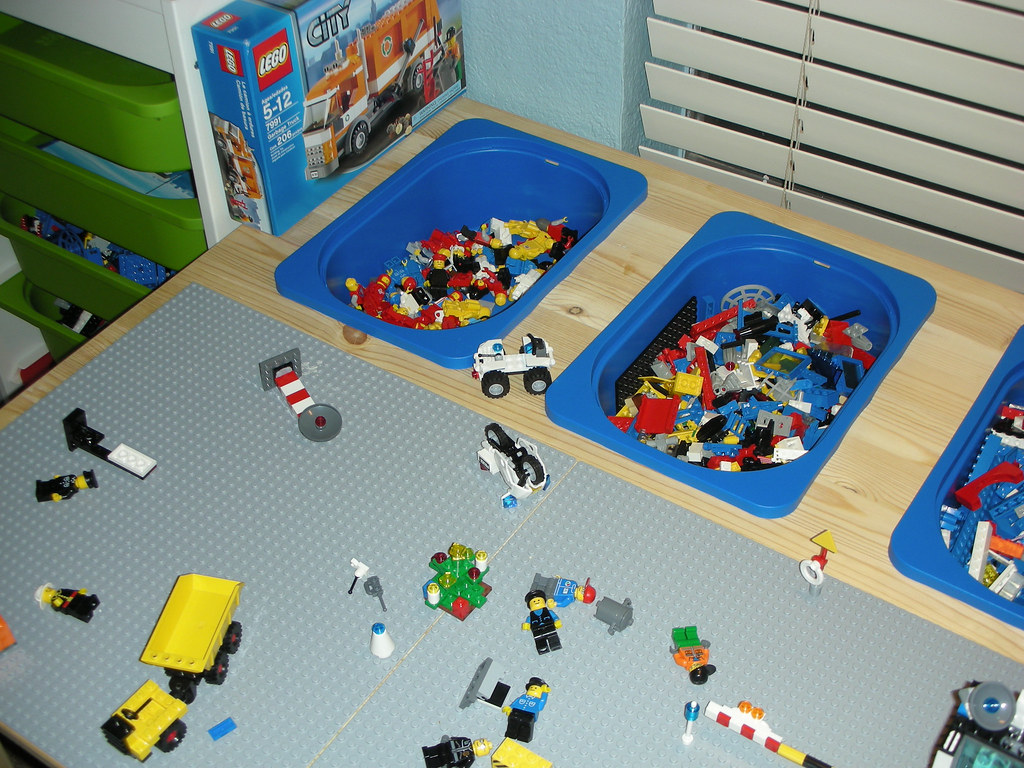 Lego table made from ikea parts following ideas from for Table lego ikea