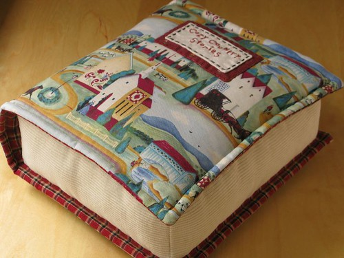 Book pillow patchworkpottery flickr for Interior design decoration book