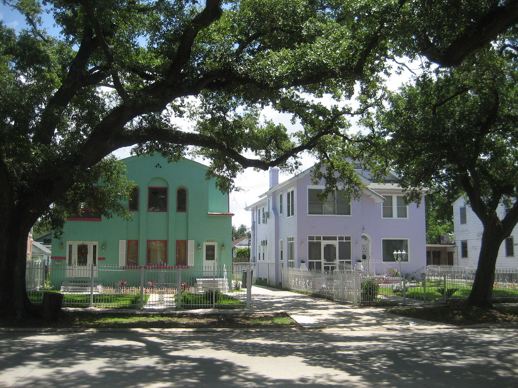 Green purple houses la ave pkwy nola louisiana avenue for Parkway new orleans
