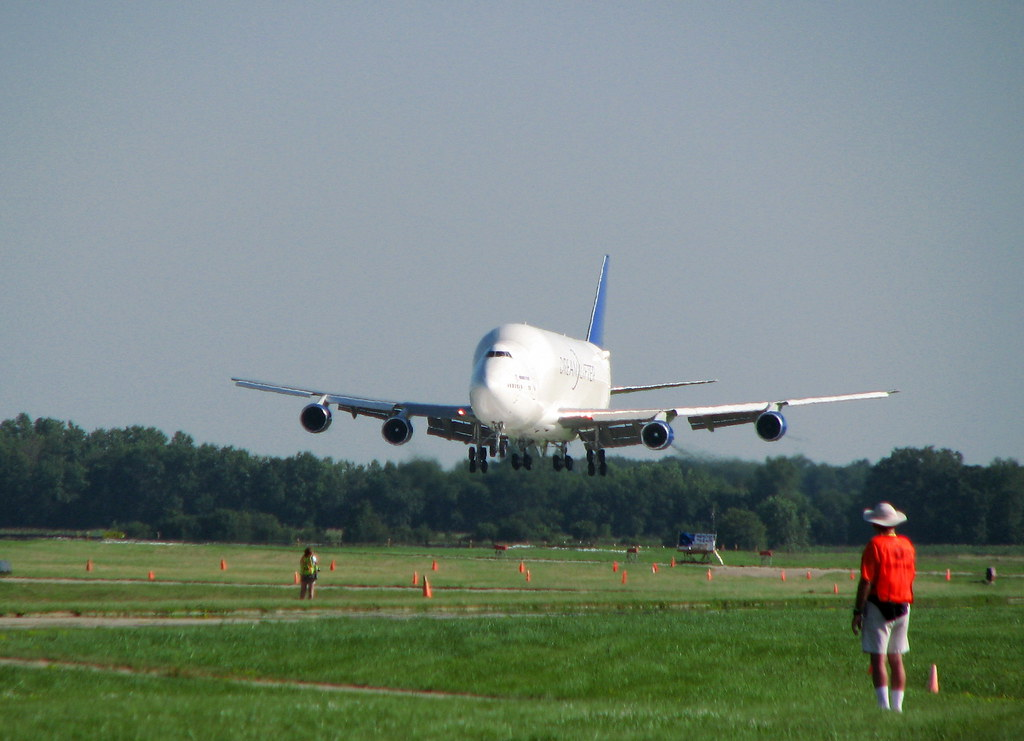 Boeing jumbo jet takes off after landing at wrong airport